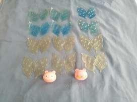 Se vende mariposas adhesivas y 2 porta cepillo usados pero en buen estado