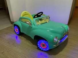 CALI - Carro de baterías recargable y control remoto con luces y sonido