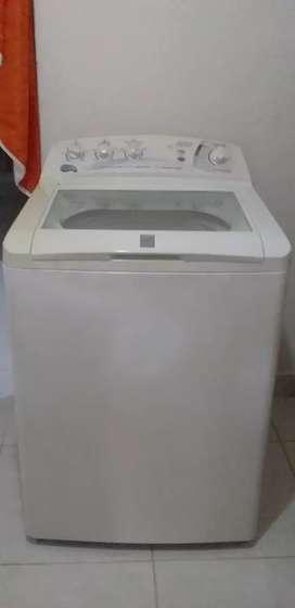 Se vende lavadora central de 28 libras en muy buen estado negociable
