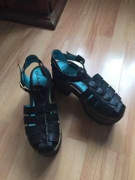 Zapatos con plataforma de madera