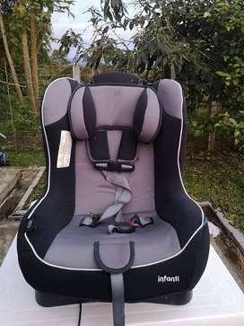silla para carro muy buen estado negociable ajustable a dos posiciones