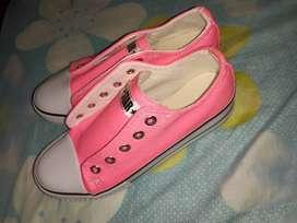Vendo zapatilla de nena nueva numero 33