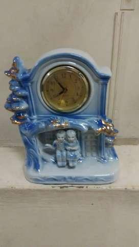 Hermoso reloj antiguo mide 23 cm