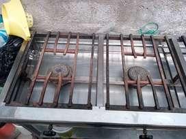 Cosina industrial de 4 quemadores en buen estado
