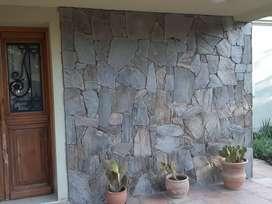 Colocacion de todo tipo de piedras,cabañas.muros.pisos .muretes