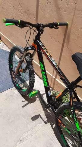 Bicicleta montañera de aluminio