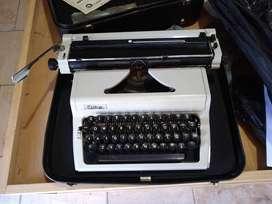 Vendo maquina de escribir antigua ERIKA