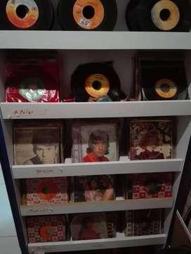. MÁS DE 1.000 DISCOS DE 45 RPM TODOS LOS GÉNEROS VENDO TODO EL LOTE O POR PAQUETES VALOR UNITARIO 2.000