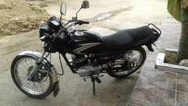 Suzuki ax100 negra