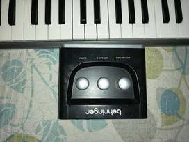 Amplificador behringer Bxl 3000 de 300w para bajo,  controlador midi keytation mini 32, interfaz de audio behringer.