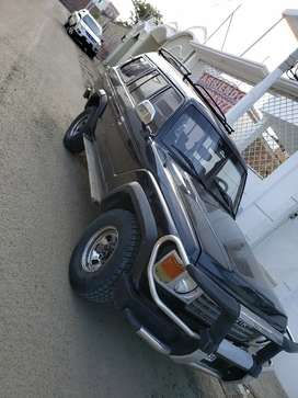 Vendo toyota land cruiser fj62 exelente estado