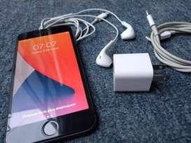 Iphone 8 casi NUEVO. funda + vidrio + accesorios