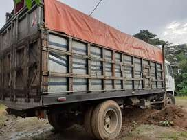 Se alquila un camión para transporte á alimentos de primera necesidad. Con salvoconducto