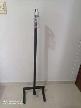Dispensador de gel con pedal
