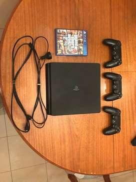 Play Station 4 Slim, 1TB, un año de uso, 3 Controles, GTA V,. Pefecto estado. PRECIO NEGOCIABLE