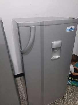 Vendo Nevera convencional con dispensador de agua 3 meses de garantia