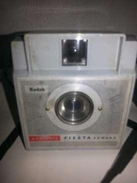 Antigua cámara de fotos kodak fiesta