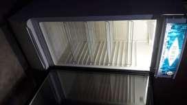 Se vende vitrina frigorífica en buen estado