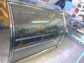 Vidrina curva en acero y refrigeración