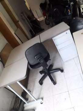 Vendo escritorio modular con silla ergonómica
