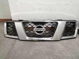 Persiana cromada Nissan Navara