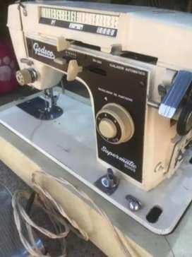 Vendo máquina de coser godeco
