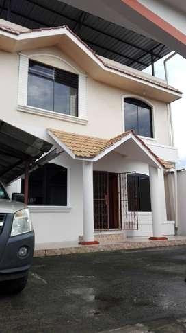 Se arrienda espaciosa casa / San Camilo-Sector Promejoras