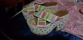 Vendo sandalia plataforma alta