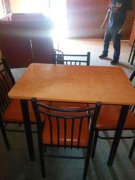 Vendo juegos de mesas con 4 sillas