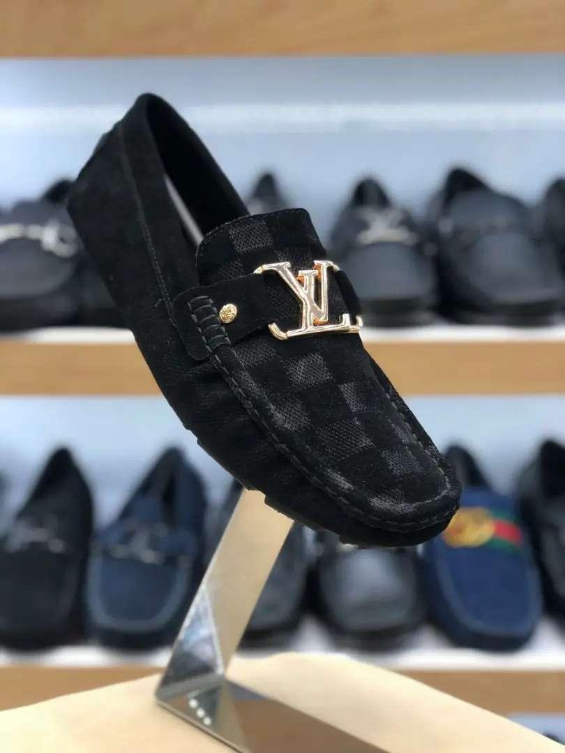 Mocasin en gamuza negros louis Vuitton caballero