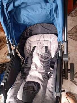 Coche para bebé con cubre pies