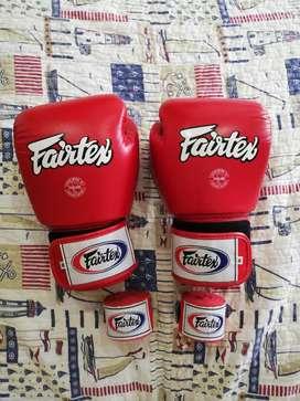 Guantes de box de cuero  y bandas Fairtex