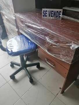 Mueble de cómputo y silla (estación de trabajo)