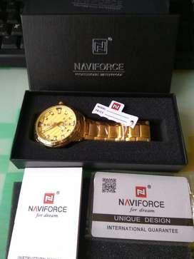Reloj Naviforce Dorado