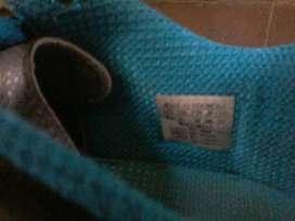 Guayos para niño Marca Adidas, sólo 2 posturas, talla 38