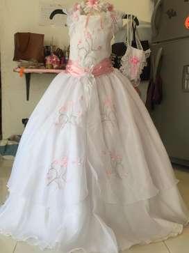 Vendo vestido para primera comunion talla 10 muy buenas condiciones