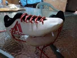 Vendo botín Adidas techfit calse 42