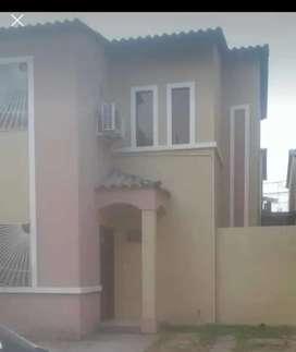 Se vende casa de dos plantas 3 cuartos y 3 baños 95,000 negociable por motivos de viaje ubicada en la joya