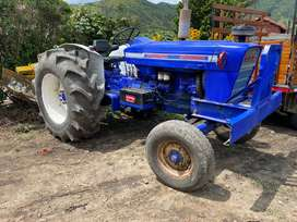 Se vende tractor marca ford 5000