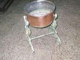 portamaceta o similar de cobre y hierro retorcido patinado.abrir para mas info