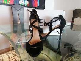 Se vende zapatos negros tacon