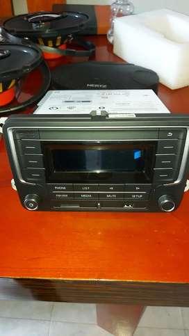 Vendo radio volks waguen como nuevo y 4parlantes