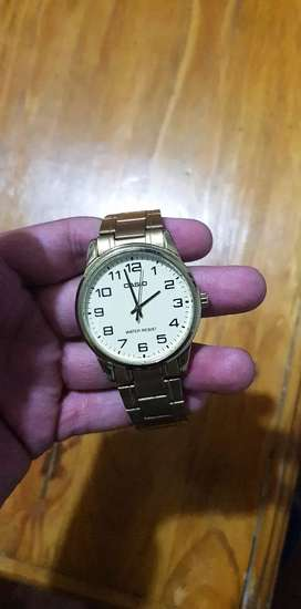 Reloj casio original color dorado