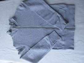 Campera de algodón sin frisa para nena, marca Benetton Italia,  tres posturas,  impecable!