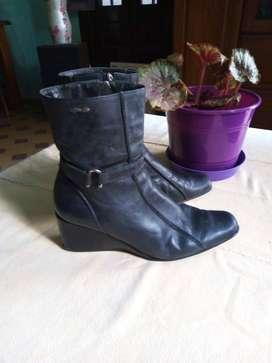 Vendo bota corta muy buena aprovecha N 36/37 echa