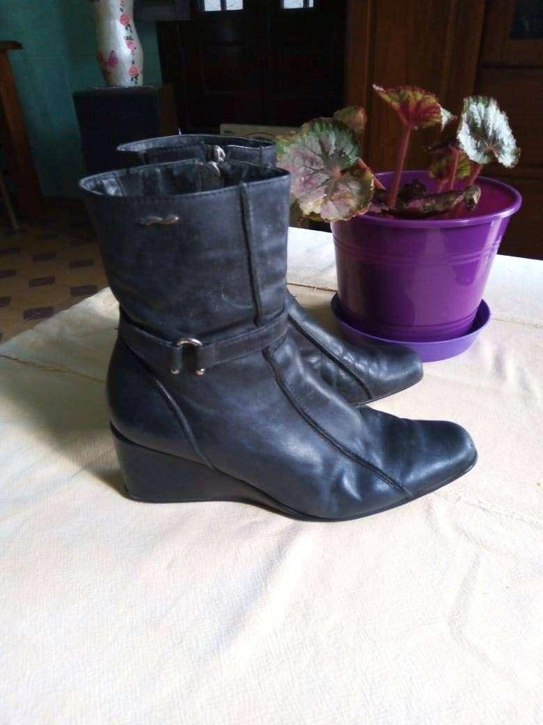 Vendo bota corta muy buena aprovecha N 36/37 echa 0