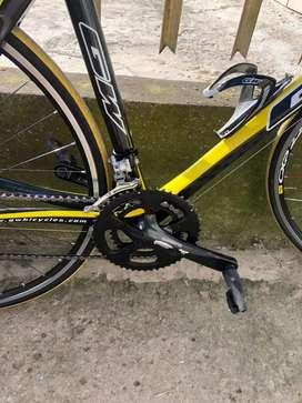 Ganga GW Carbono streamline 3400  grupo shimano 105 de 10 v  ruedas shimano livianas , manillar Ktm , Sillin ZIPP .