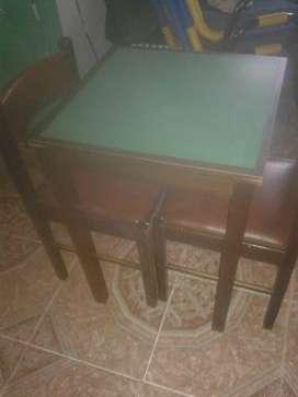 Vendo mesa con dos sillas