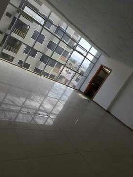 Oficina en alquiler en Edificio exclusivo en sur de Manta, Barrio Umiña