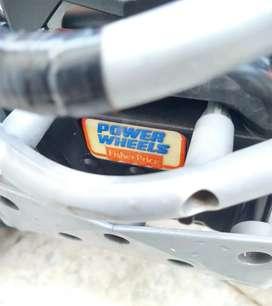 Cuatri moto eléctrica  Fisher Price la   mejor marca juguetes